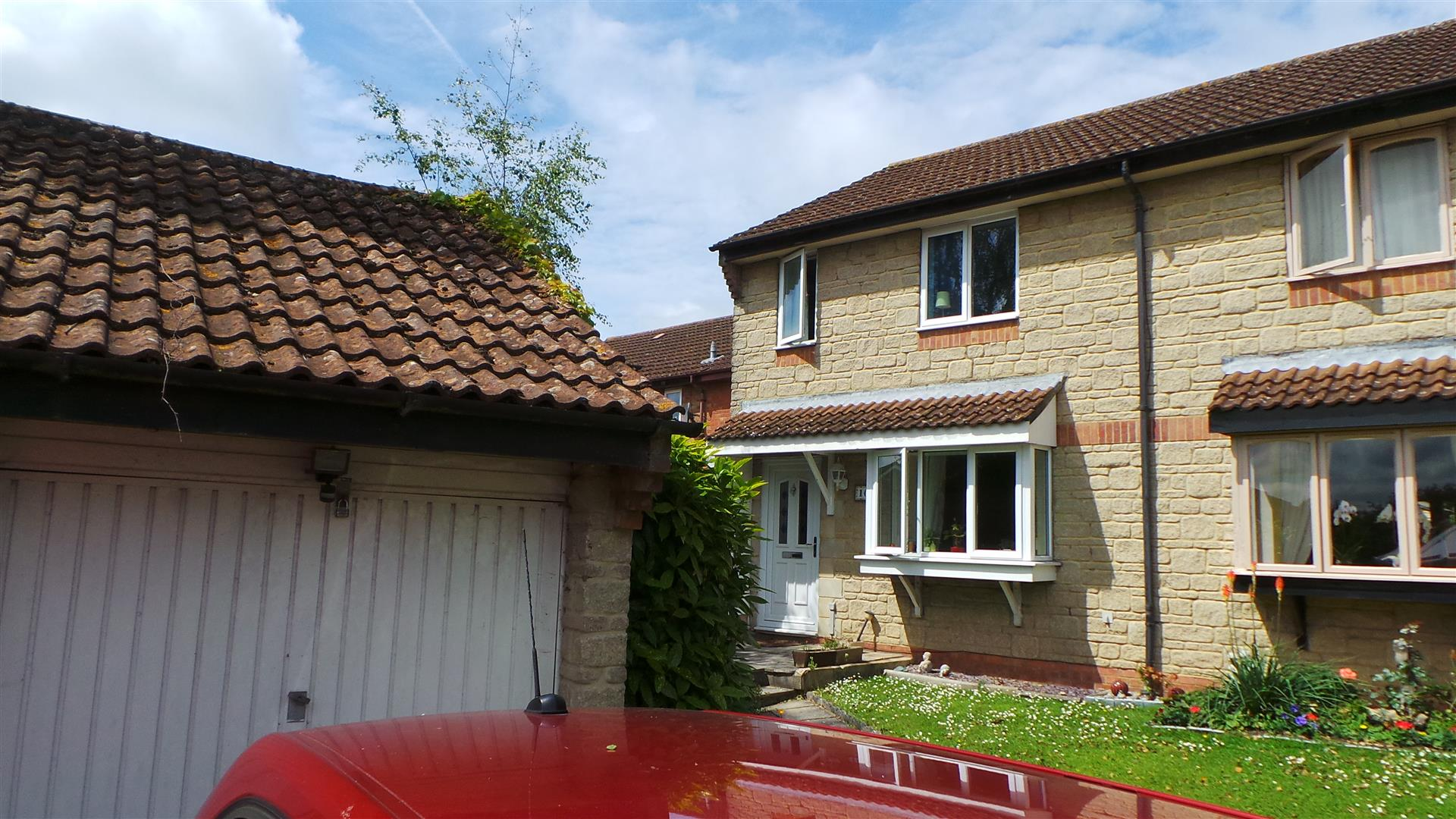 3 Bedrooms Semi Detached House for sale in Bright Close, Chippenham